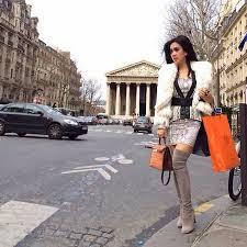 Tante Syahrini di Paris