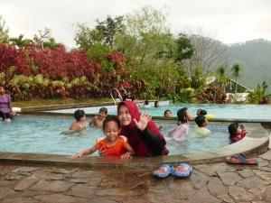 Kecipak-kecipuk bareng Sidqi di Villa Jambuluwuk, Batu, Malang