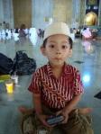 Sidqi (pas umur 4 tahun) udah bisa diajak duduk tenang manakala ke Masjid