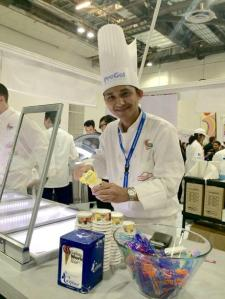 Aksi Andre di ajang Gelato World Tour, SIngapura.  Foto courtesy: http://www.jakpost.travel/news/promoting-indonesia-through-jamu-gelato