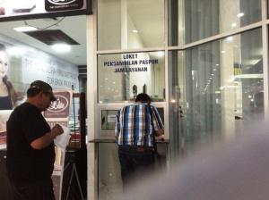siap ambil paspor baru :)