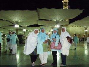 Di depan Masjid Nabawi - Oktober 2010