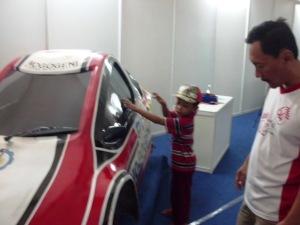 Menyaksikan pameran inovasi mobil listrik ITS