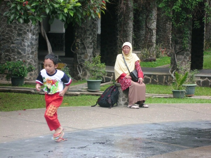 Run, Sidqi... Run! Go reach your dreaaam! *uti fat menyemangati*